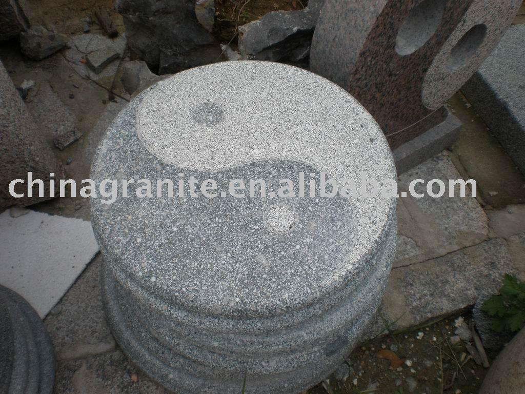 円形の花こう岩のyinのヤンの敷石