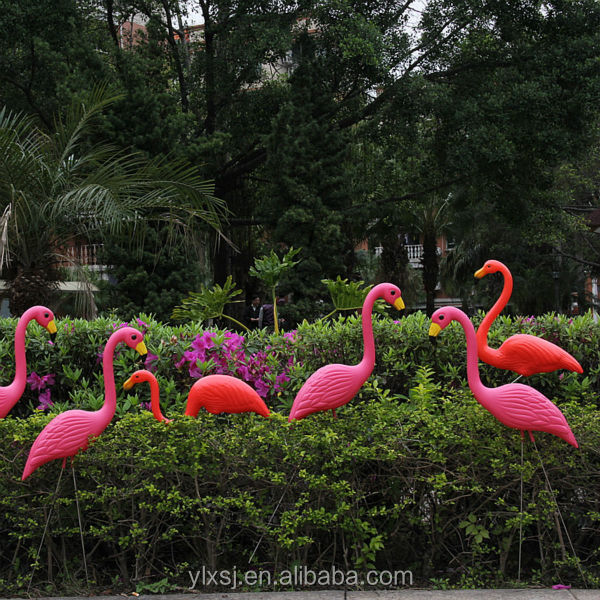 flamant rose plastique jardin images. Black Bedroom Furniture Sets. Home Design Ideas