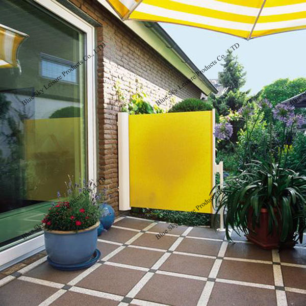 Outdoor retractable side wall awning for balcony awning