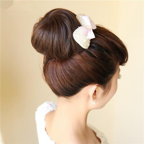 мода волосы булочка, плюшка светло-каштановые волосы, прямые волосы булочка