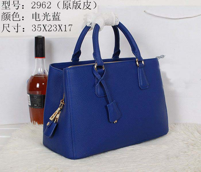 We are wholesale and retail fashion famous design handbags ,shoes ...