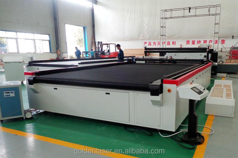 co2 flatbed laser cutting machine in workshop 800