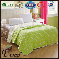 China trade factory cost-effective green dots quilted plain dyed pattern bed spread