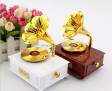 Retro Style Speaker Box Wooden Music Box Art & Collectible Use Antique Music Gramophone