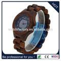 muy popular reloj hecho a mano de madera con la banda