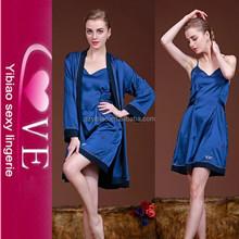 Alto grado de dos piezas de seda Robe satén atractivo de las señoras maduras seda de la ropa interior