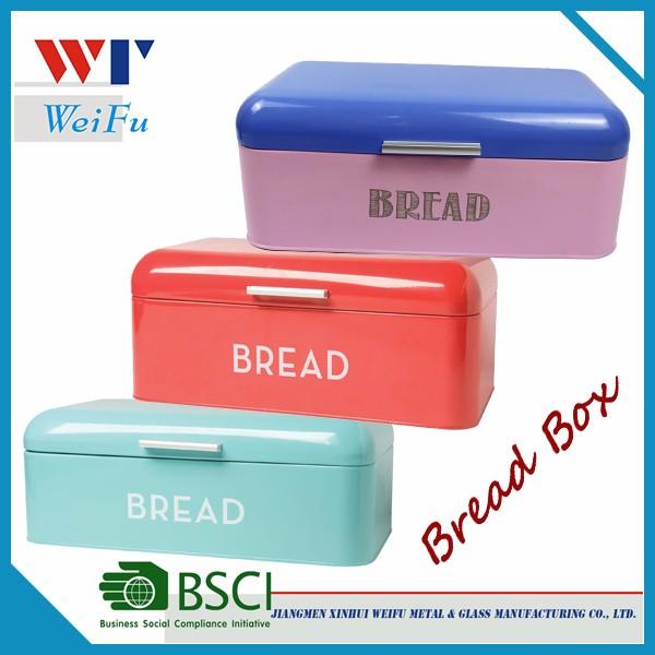 Colorida caja de pan de metal