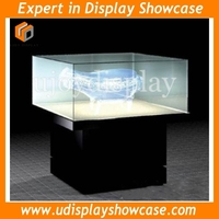 museum display case with LED light