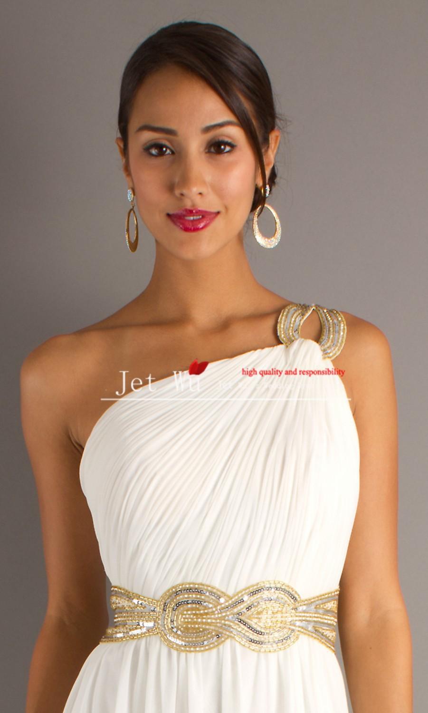 Украшение под платье с открытыми плечами фото