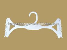 The wing-shape plastic hook hanger wholesale