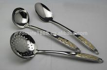 De alta calidad chapado en oro flor 7 inoxidable de acero pieza utensilio de cocina conjunto con el soporte, acabado de espejo