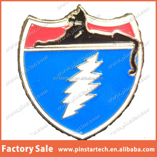 China Supplier wholesale Custom CATS ON TOUR W LIGHTING METAL hat lapel pin Grateful Dead promotional gift