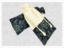 Pretty christmas jute drawstring gift pouch