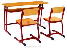 Bancos de madeira para a igreja e cadeira de madeira imagem de mobiliário escolar