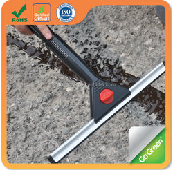 Pour crack filler to seal driveway cracks & joint within 30 minutes