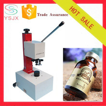 Manual small injection / oral bottle locking machine