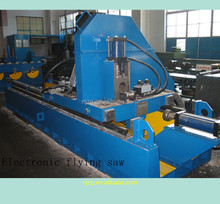 Electronic flying saw of pipe production line