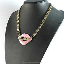 2015 Latest design high end resin lip necklace