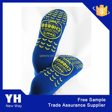 2015 customized design adult slipper sock with rubber sole