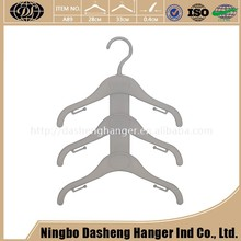 New Low Cost Home Decoration Portable Baby Plastic Coat Hangers