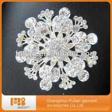 factory supply 5.5cm flower shape crystal brooch for wedding decoration