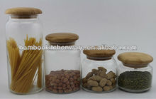 vasilha de vidro com tampa de madeira