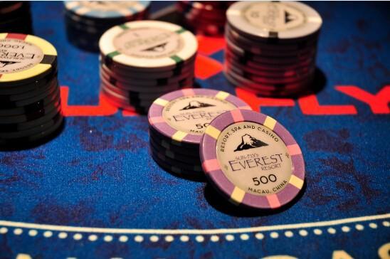 New pari-mutuel fantasy betting scores big among Vegas sports books