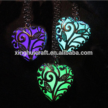 Alibaba High Quality Necklace Glow in Dark Heart Shape Locket Necklace