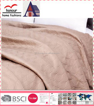 Plain pure pink custom luxurious all size fitted embroidered quilt with pvc bag