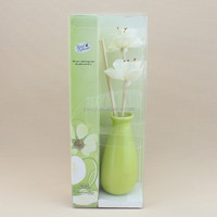 aroma reed diffuser with fragrance oil in glass bottle for home decoration