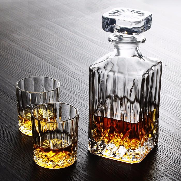 carr en verre whisky carafe bouteille avec 4x200 ml verres ensemble cadeau verre id de produit. Black Bedroom Furniture Sets. Home Design Ideas