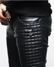 los hombres con estilo de moda de cuero suave pantalones