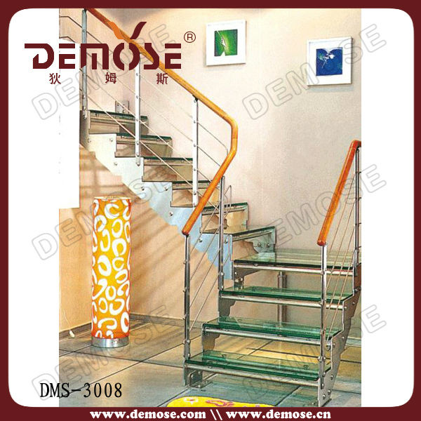 Nosotros peque as escaleras de interior pelda os de vidrio for Escalera aluminio pequena