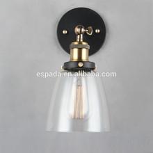 Lámpara de pared de filamentos de cristal con forma de cloche