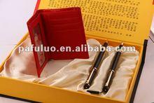 Presente do negócio carteiras e conjuntos de canetas