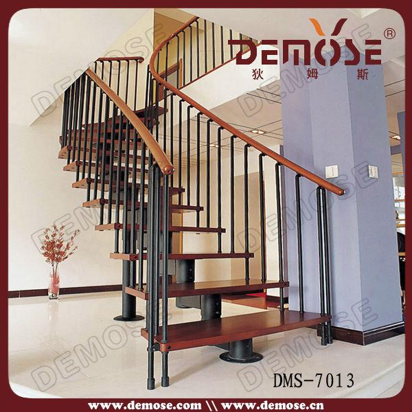 fonte de fer forg d coratifs rampes d 39 escalier int rieur. Black Bedroom Furniture Sets. Home Design Ideas