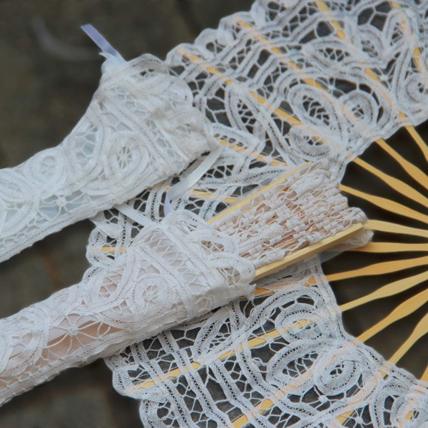 Amelie lace fan with lace cover (3).jpg