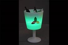 vino iluminado cubo de hielo y moderno mobiliario de enfriador de vino y bar