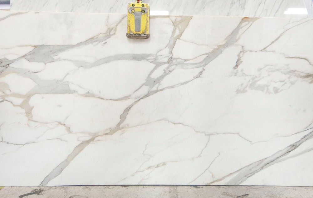 Calacatta marble cost 18 kitchen countertop costs the for Porcelain countertops cost