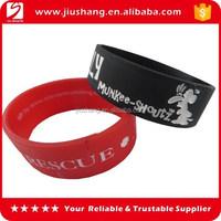 Custom cool men silicone bracelet with debossed logo