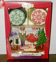 Christmas Tree Elegent Gift Box Cupcake Liners Cupcake Cups and Toppers Set wholesale