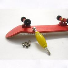 2015 Cheap Price wooden Mini Skateboard/Finger Skateboard for Kids toys finger skateboard with ramp