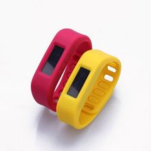 child gps tracker bracelet made of silicone material bracelet