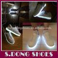 el último de simulación intermitente led para las luces usb zapatos zapatillas de deporte