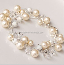 Fashionable pearl and crystal bracelet