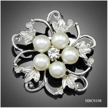 New arrival flower design Round pearl brooch for ladies gift