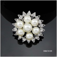 Fashion jewelry engagement Round pearl brooch with rhinestone sun shape design