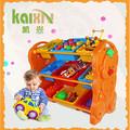 Jardim de infância as crianças armário de brinquedos