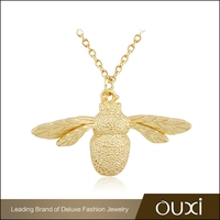 OUXI 2015 new design gold plated bee sterling silver necklace Y10034