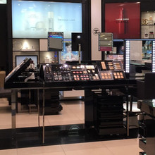 China wood make up display kiosk in fashion chain brand store